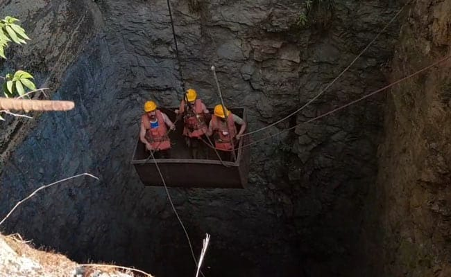 Photo of 5 Trapped for 14 Days in Meghalaya Mine, Navy Joins Rescue Efforts
