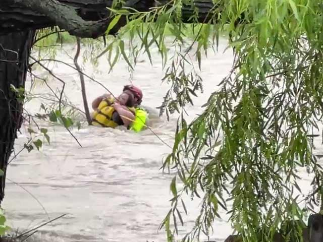 Video : Watch: A Heroic High Water Rescue In Texas