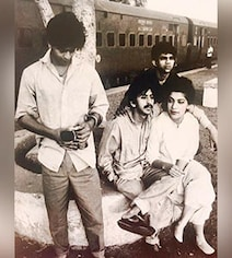 Viral: A 'Truly Iconic' Vintage Pic Of Shah Rukh From His Theatre Days
