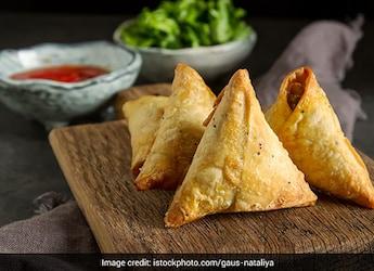 Monsoon Snacks: How To Make Phulkopir Singara - The Popular Cauliflower Samosa From Bengal