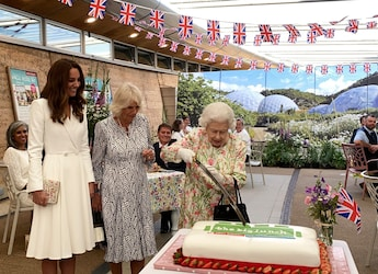 Queen Elizabeth Cuts Cake With Sword At Event, Twitter Is Loving It