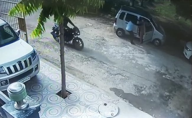 Watch: 2 Bike-Borne Men Snatch Gold Chain From Woman In Ghaziabad