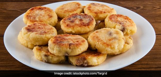 Chhanar Bora (Bengali-Style Chenna Fritters)