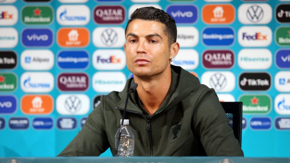 UEFA EURO 2020: Cristiano Ronaldo proves that he has taken soft drink bottles off the table at a press conference.  See |  Football news