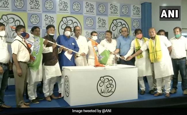 BJP's North Bengal Leader, Seven Others Join Trinamool Congress