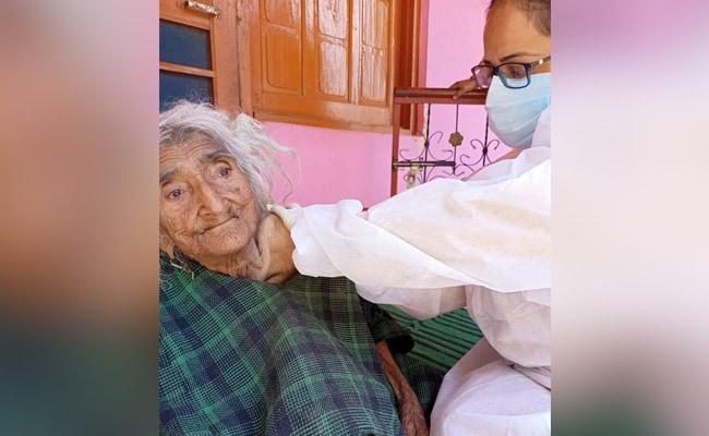 124 साल की बुजुर्ग रेहते बेगम ने कोरोना का टीका लगवाया , वैक्सीन से डर रहे लोगों को दी नसीहत