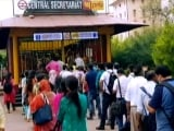 Video : Social Distancing Inside Delhi Metro But Chaos Outside