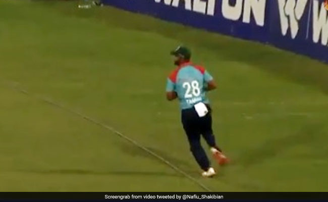 Tamim Iqbal forgets where boundary rope is, makes a hilarious fielding error in a DPL match Watch Video