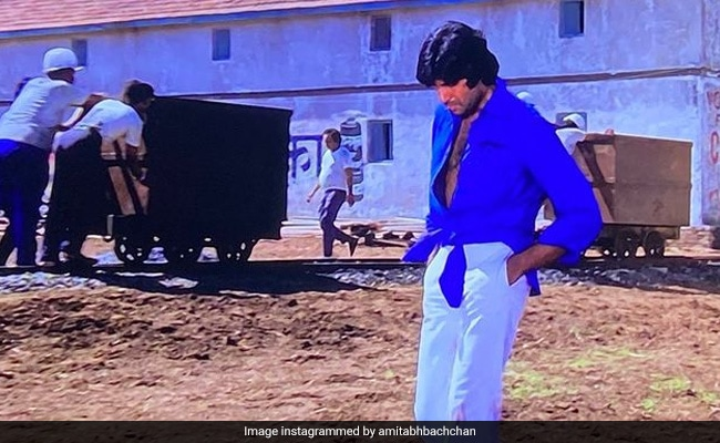 The Backstory To Amitabh Bachchan's Knotted Shirt Look In Deewar