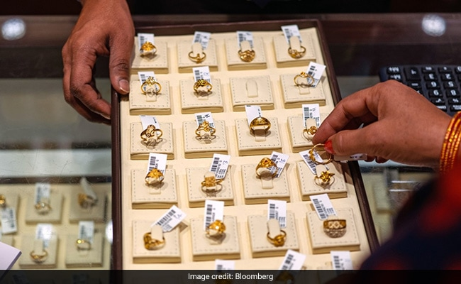Gold Prices Today: Gold, Silver Prices Continue To Rise On Firm Global Cues
