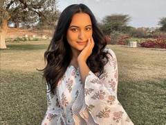 What's More Filmy, Sonakshi Sinha Or Her Birthday Cake? We Can't Decide. See Pic