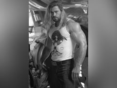 """""""Muscles The Size Of My Whole Body"""": The Internet Couldn't Help But Notice Chris Hemsworth's Arm In This Post"""