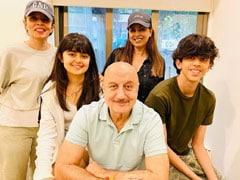 Anupam Kher Meets <I>Dhadkan</i> Co-Star Mahima Chaudhry And Her Family. See Pics