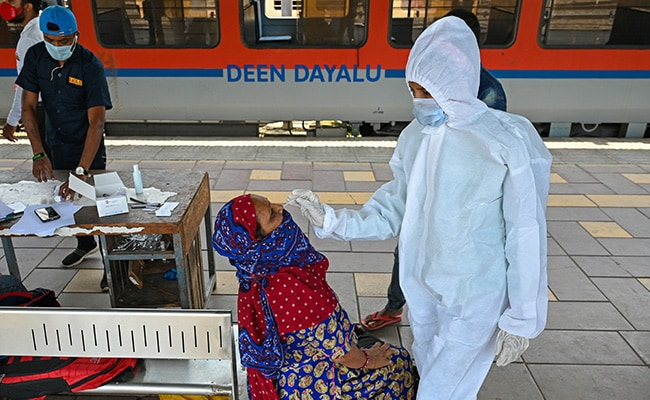 India Reports 62,224 New Covid Cases, 2,542 Deaths: 10 Points