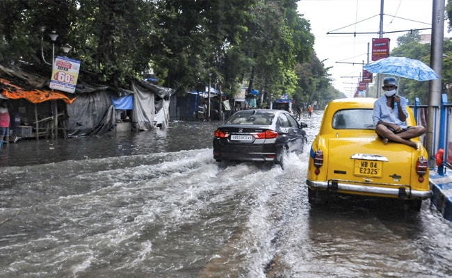 Heavy Rain In Bengal, Downpour In Kolkata Leaves Roads Waterlogged