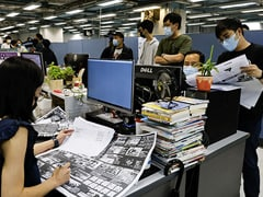 """Hong Kong's Apple Daily Signs Off In """"Painful Farewell"""""""