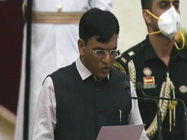 Video : Modi Cabinet 2.0: Mansukh Mandaviya Takes Oath As Minister