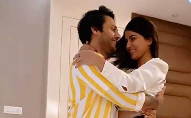 हिना खान ने स्टेबिन के साथ 'बारिश बन जाना' पर किया रोमांटिक Dance, देखने लायक था शाहीर शेख का रिएक्शन