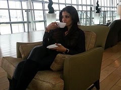 """Raveena Tandon, """"Waiting To Fly Again,"""" Shares Throwback From Her """"Lounge Diaries"""""""