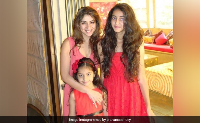 Ananya Panday Twinning With Mom Bhavana And Sister Rysa Is The Cutest Of All Throwbacks