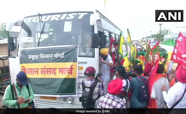 Farmers' Protest LIVE Updates: Farmers, Escorted By Cops, Headed To Jantar Mantar