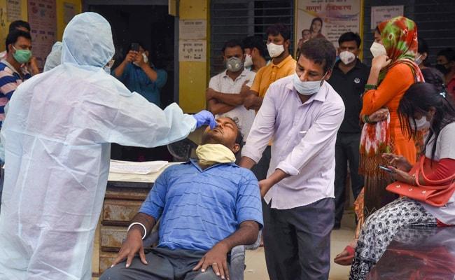 Coronavirus India Live Updates: 46 जिलों में पॉजिटिविटी रेट 10% से ज्यादा, केंद्र ने भीड़ रोकने के निर्देश दिए
