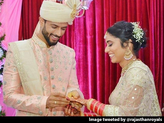 Video : Cricketer Shivam Dube Weds Girlfriend Anjum Khan