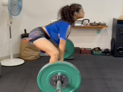 """Drashti Dhami Nails 55 Kgs Of Sumo Squat Deadlift And Gets """"Superb"""" Reactions From Mouni Roy, Karan V Grover And Other Celebs"""