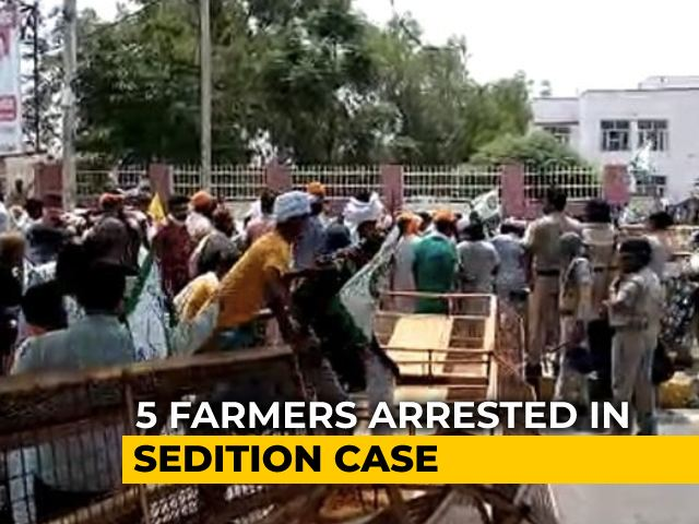 Video : Farmers Knock Down Barricades In Haryana At Protest Against Sedition Case