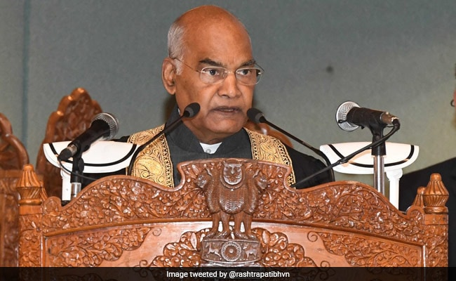 President Greets Audience In Kashmiri At Convocation Ceremony In Srinagar