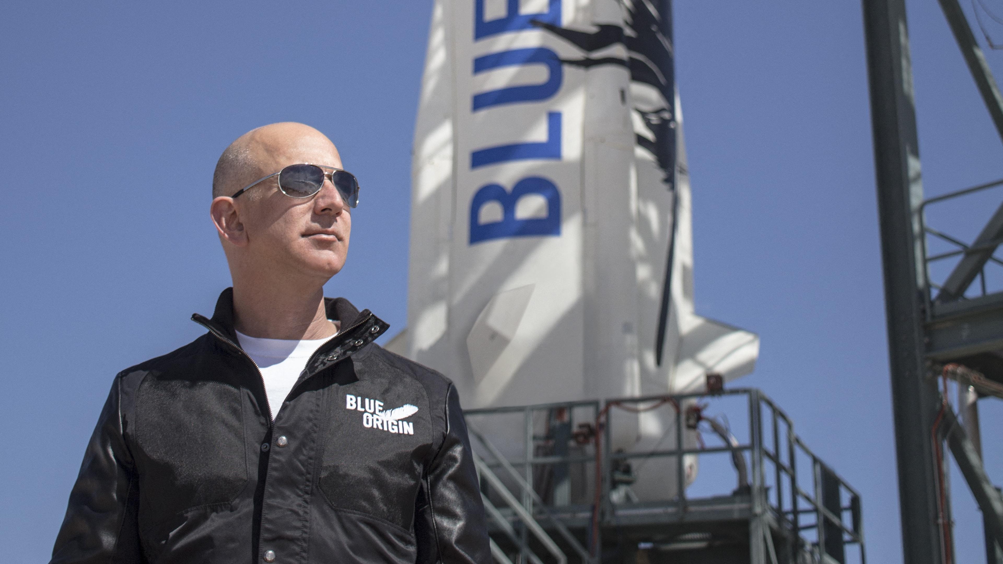दुनिया के सबसे धनी शख्स जेफ बेजोस 2 दिन बाद अपनेयान से करेंगे 'अंतरिक्ष यात्रा', साथ में होंगे 3 लोग