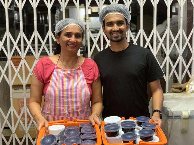 Video : Mumbai's Mother-Son Duo Feed Homecooked Meals To The Needy Daily Amid Covid