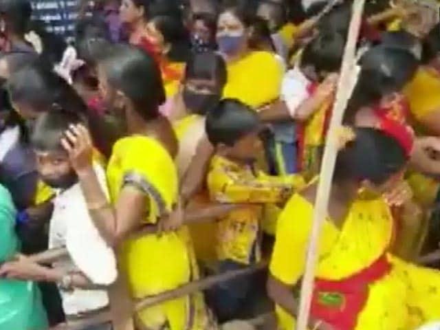 Video : Devotees, Flouting Covid Rules, Visit Tamil Nadu Temple On Gowri Panchangam