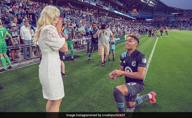 American football player Hassani Dotson Stephenson proposed to his girlfriend on the pitch after his club match watch viral video