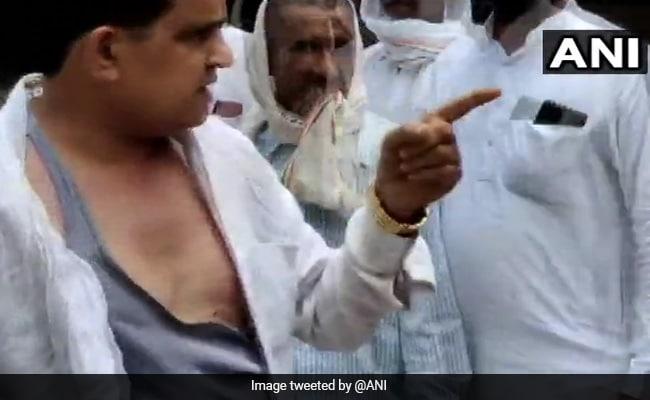Farmers Manhandle BJP Leader In Rajasthan's Sri Ganganagar