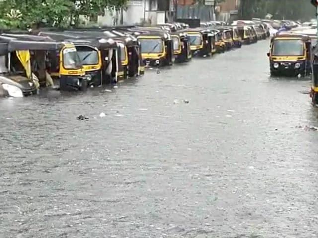 Video : Heavy Rain In Parts Of Mumbai, Local Trains Hit, Flooded Roads, Big Jams