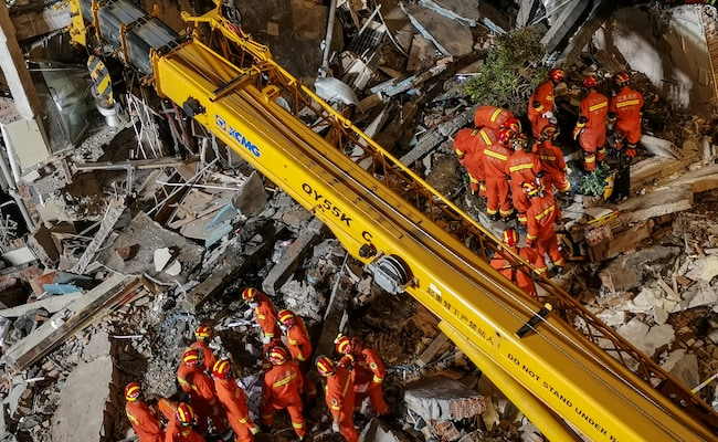 7 More Rescued From Rubble Of China Hotel Collapse
