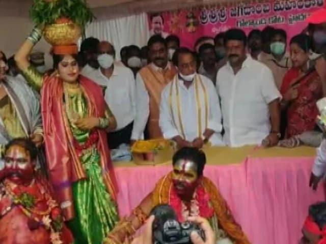 Video : Telangana Ministers Lead 'No Social Distancing' Act At Bonalu Festival