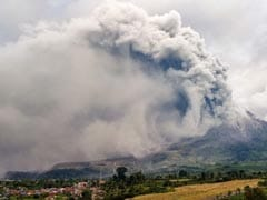 Indonesia's Sinabung Volcano Erupts, No Evacuation Orders Issued