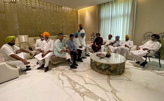 'Why Should He Apologise?' At Navjot Sidhu's Home, A Show Of Strength