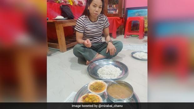 Mirabai Chanu Eats 'Ghar Ka Khana' After 2 Years, Twitter Is All Praises