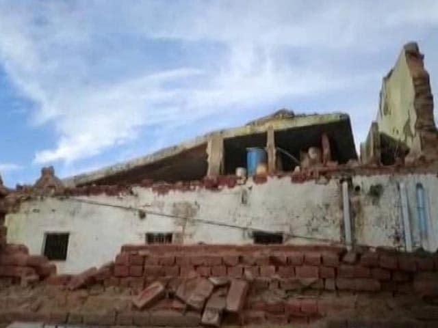 Video : 22 Injured As Rain Collapses Jail Barrack In Madhya Pradesh's Bhind