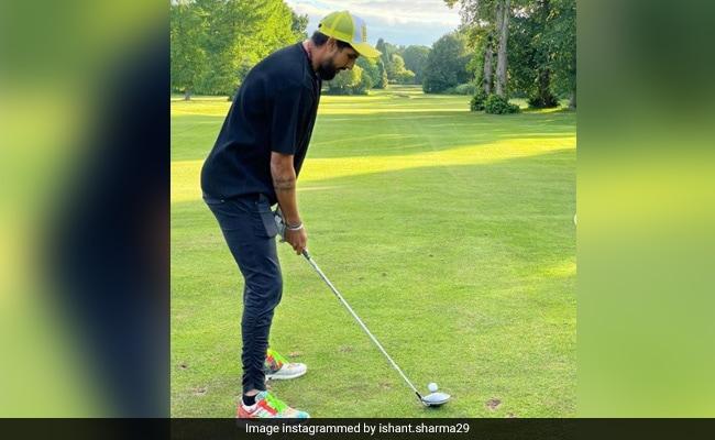 ईशांत शर्मा ने गोल्फ खेलते हुए शेयर की फोटो, तो युवराज सिंह ने लिए मज़े, मिला ये दिलचस्प जवाब