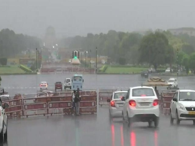 Video : Rain In Parts Of Delhi Brings Relief From Intense Heat Wave