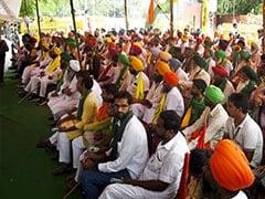 "Protesting Farmers' <i>""Kisan Sansad""</i> Near Parliament Enters Second Day"