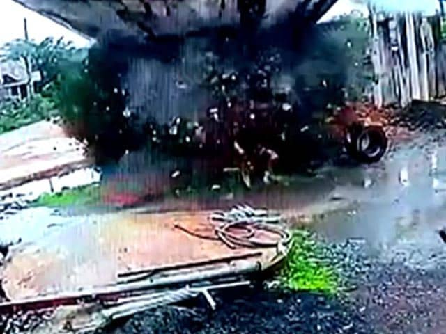 Video : Video: 40-Year-Old Water Tank In Gujarat Collapses In Seconds