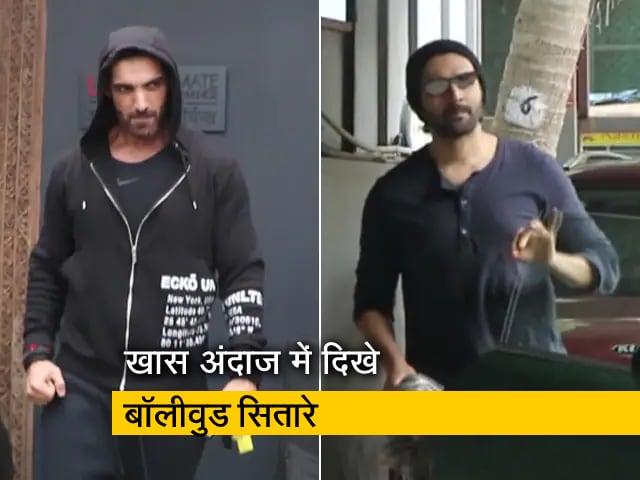 Videos : मुंबई में मानसूनी बारिश के बीच खास अंदाज में नजर आए कार्तिक आर्यन, जॉन अब्राहम