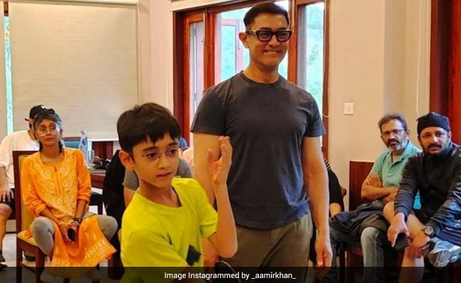 Viral Pics Of Aamir Khan, Kiran Rao And Son Azad Playing Table Tennis On The Sets Of Laal Singh Chaddha