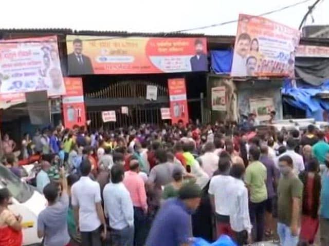 Video : Long Queue At Vaccination Centre In Mumbai's Dharavi