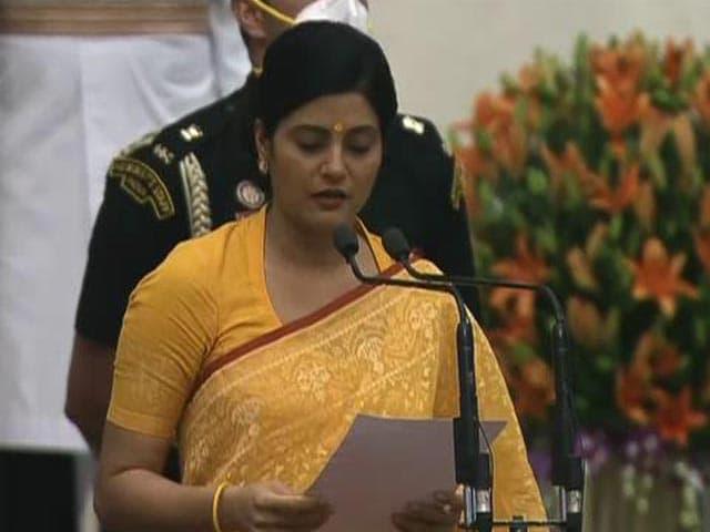 Video : Modi Cabinet 2.0: Anupriya Singh Patel Takes Oath As Minister
